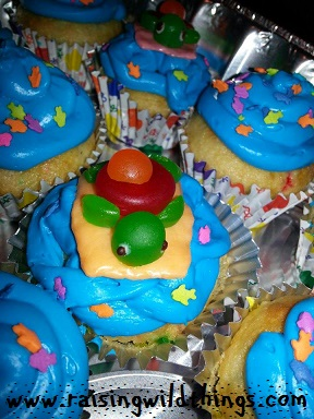 More blue icing for the baby's bday with out-of-town family! Adorable turtles courtesy of Auntie J!