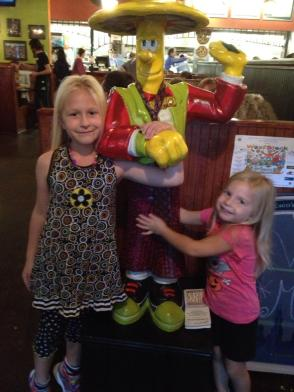 The Allen girls from TN: Pizza Friday at Mellow Mushroom!